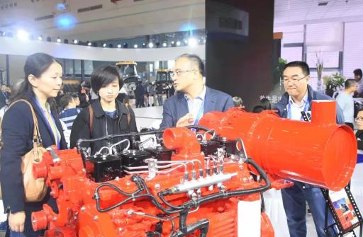 """2018中国国际农业机械展览会,东风康明斯""""红""""动全场"""