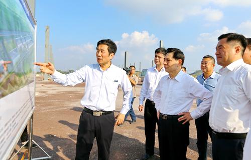 自治区人民检察院党组书记、检察长崔智友一行到玉柴调研