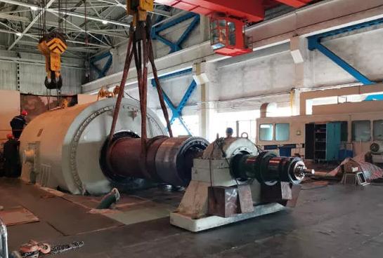 西固公司10号机组发电机转子顺利回穿