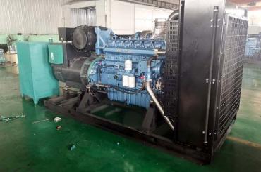 西安航天城实业600KW奔驰柴油发电机组交付使用