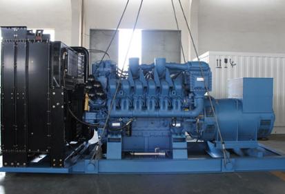 西南能矿建设工程1000KW奔驰柴油发电机组交付